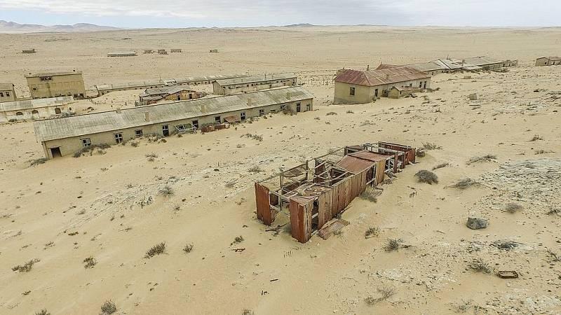 Namibijské město Kolmanskop je opuštěné od padesátých let minulého století.