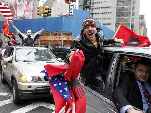 Kosovští Albánci slavili nezávislost i v New Yorku, kde o situaci v Kosovu jednala Rada bezpečnosti OSN.