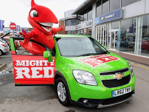 Mighty Red se svým novým vozem