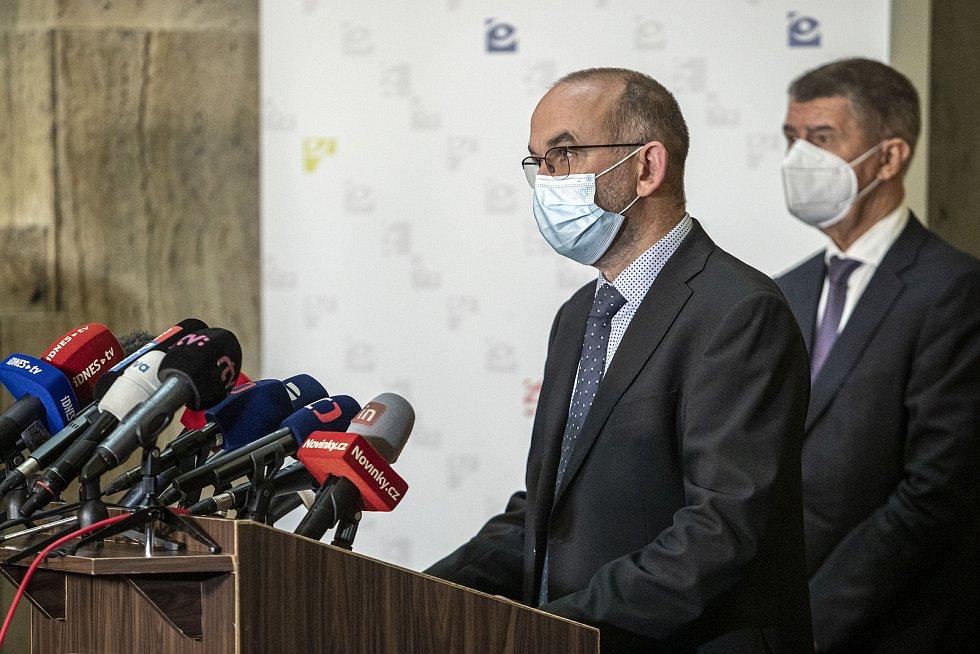 Nově jmenovaný ministr zdravotnictví Jan Blatný vystoupil na tiskové konferenci společně s premiérem Andreje Babišem 29. října v Praze.