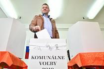 Svůj hlas v komunálních volbách odevzdal i slovenský premiér Peter Pellegrini
