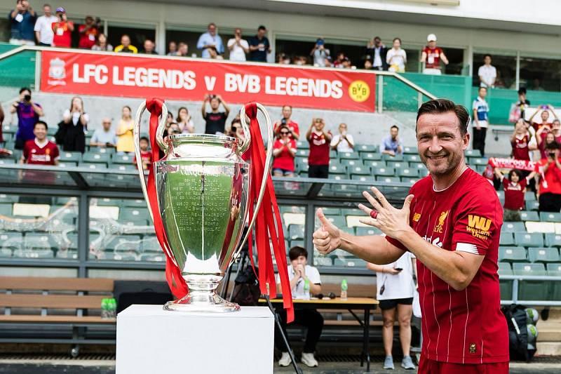 Vladimír Šmicer před utkáním legend Liverpoolu a Dortmundu v Hong Kongu.