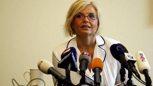 Ministryně spravedlnosti Daniela Kovářová 18. srpna na tiskové konferenci v Praze, na které oznámila, že podá stížnost k Nejvyššímu soudu ke kauze bývalého vicepremiéra Čunka.