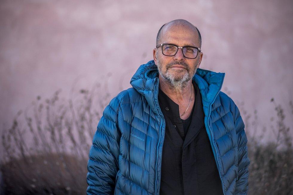 Zdeněk Pohlreich: V Americe nikdo nemá problém někomu posloužit, dělají to za peníze a dostanou tím víc, když se budou k hostům chovat dobře.