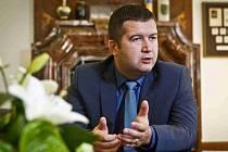 Jan Hamáček, předseda Poslanecké sněmovny, v komunálních volbách přeskákal z dvanáctého místa na první