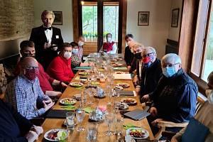 Na poslední večeři se dostavil i slavný vrchní