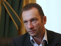 Podnikat začal v roce 1990, následně založil první firmu ze skupiny Centropol. Aleš Graf.