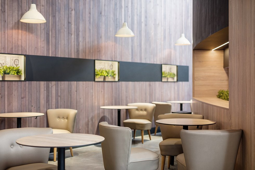 Samoobslužná restaurace Apetit v pražském Chodově, interiér vytvořili lidé v Archicraftu.