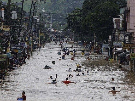 Filipínskou Manilu sužují záplavy