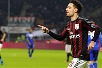 Giacomo Bonaventura z AC Milán se raduje z gólu proti Sampdorii Janov.