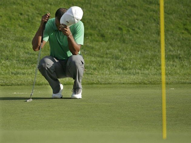 Tigeru Woodsovi se na PGA Championship na hřišti v Oak Hill zatím moc nedaří.