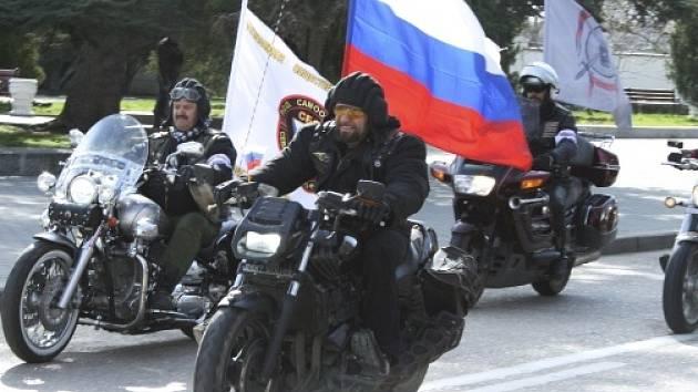 Ruští motorkáři z klubu Noční vlci.