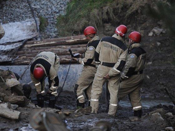 Ve Vilémově na Havlíčkobrodsku se 4. září zřítil silniční most, který dělníci připravovali na rekonstrukci. Ze sutin zříceného mostu záchranáři vyprostili jednoho mrtvého.
