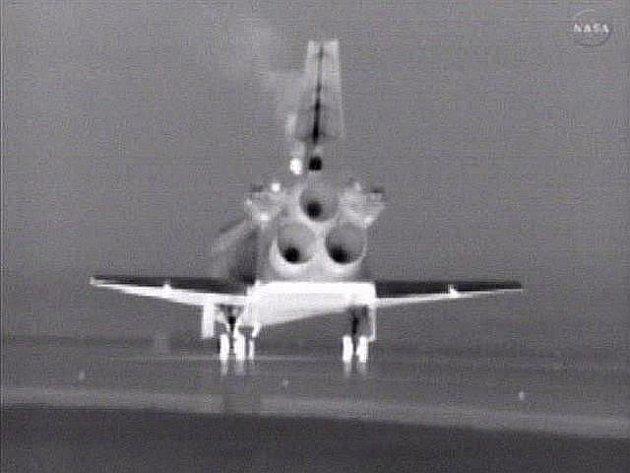 Raketoplán Atlantis po 30 letech ukončil americký program letů těchto strojů, když ve čtvrtek v 5:57 místního času naposledy dosedl na přistávací dráhu na floridském Mysu Canaveral.