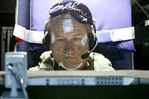 Švýcarská společnost Solar Impulse zahájila simulaci třídenního letu kolem světa v letadle poháněném solární energií. Na snímku pilot André Borschberg.