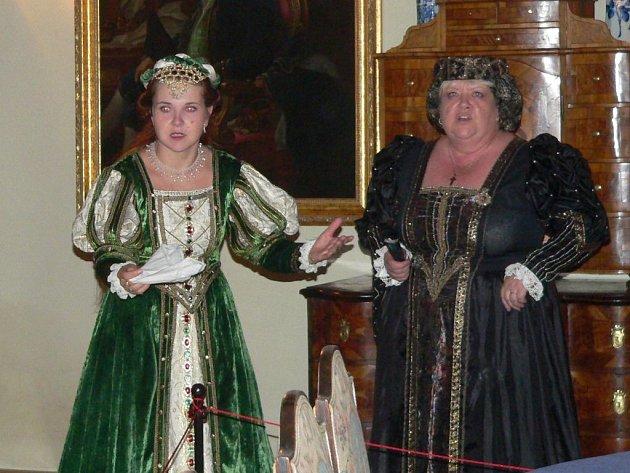 OBYVATELÉ HRADU. Majitele novohradského panství mohou nyní návštěvníci hradu spatřit nejen při kostýmovaných prohlídkách. Expozici obohatily portréty někdejších vlastníků.