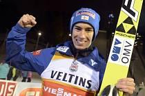 Stefan Kraft byl v Kuopiu spokojený i s děleným třetím místem, udržel se na čele Světového poháru