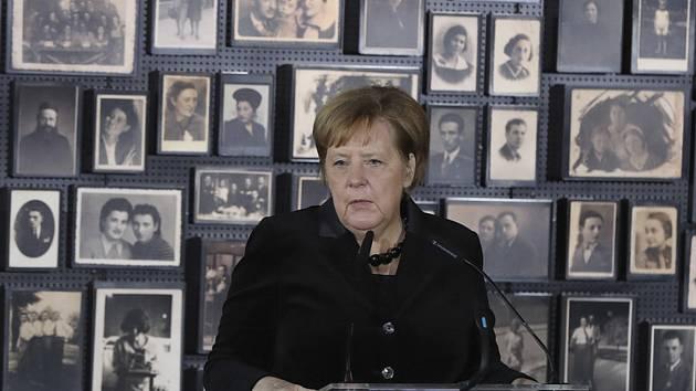 Německá kancléřka Angela Merkelová dnes poprvé zavítala do někdejšího nacistického vyhlazovacího tábora v polské Osvětimi.