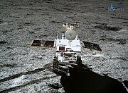 Čínská sonda poslala z odvrácené strany Měsíce nové snímky