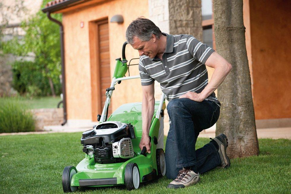Konec zahradnické sezony- Sekačku je potřeba očistit