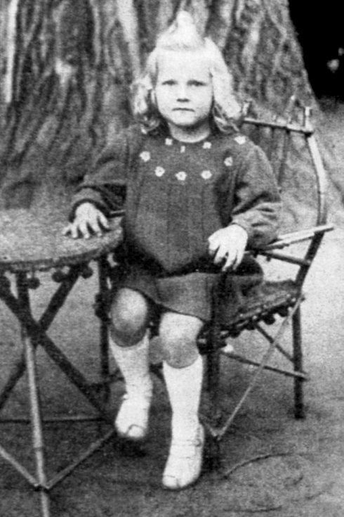 Eva Pilarová v roce 1945