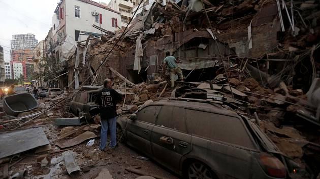 Prohledávání trosek v libanonském Bejrútu