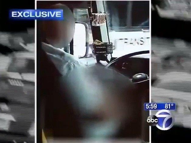 Řidič George Simpson na videu, které pořídila jedna z cestujících.