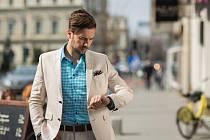Smart Casual je nutné volit nejen podle formality, ale také podle denní doby. Je pomyslným vrcholem, jak moudře, jednoduše a účelně využít malý, tedy ne rozsáhlý šatník.