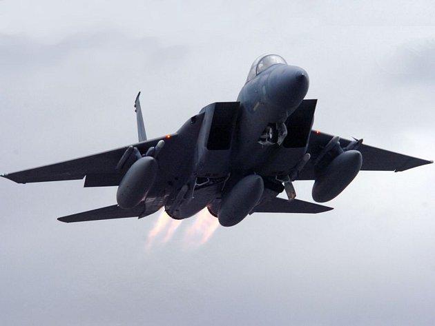 Bojový stíhací letoun F-15 Eagle.