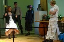 Eyolfek. Nepříliš často uváděnou hru Henrika Ibsena o partnerských vztazích představilo v sobotu večer pražské Divadlo v Dlouhé.