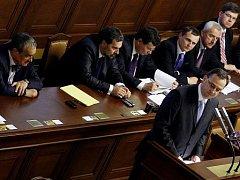 Vláda Petra Nečase ve sněmovně