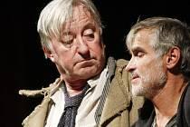 Staré přátele a kolegy, Oldřicha Kaisera a Jiřího Lábuse, svádí opět dohromady film Klauni, který začal natáčet režisér Viktor Tauš.