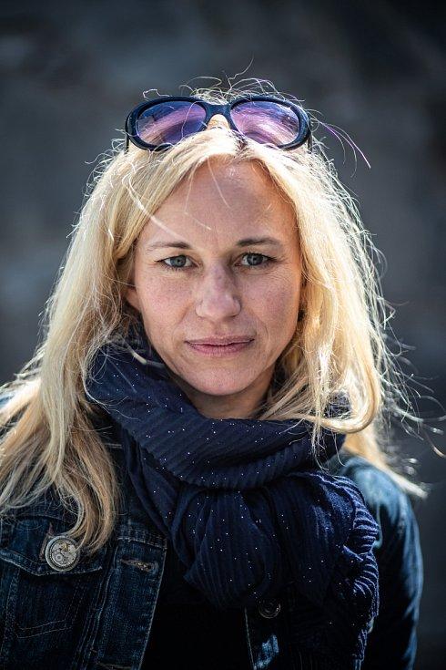 Po studiu gymnázia Zita Morávková pracovala u soudu vPraze vrejstříku trestů