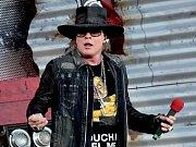 Rok po tom, co se Axl Rose představil na letišti v Letňanech s AC/DC, přiveze na místo činu 4. července svou kapelu Guns N' Roses v rámci turné Not In This Lifetime Tour. Do kapely se loni vrátil oblíbený kytarista Slash a baskytarista Duff McKagan.