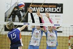 Prostějovské volejbalistky (v bílém) ve šternberské hale zvítězily 3:0.