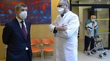 Premiér Andrej Babiš (ANO) a předseda správní rady Alzheimer Home Boris Šťastný.