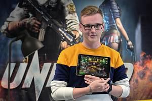 Jihomoravan Marek Mundl má zkušenost jako herní tester. Pracuje v brněnském studiu Madfinger Games, které vyvíjí mobilní videohry.