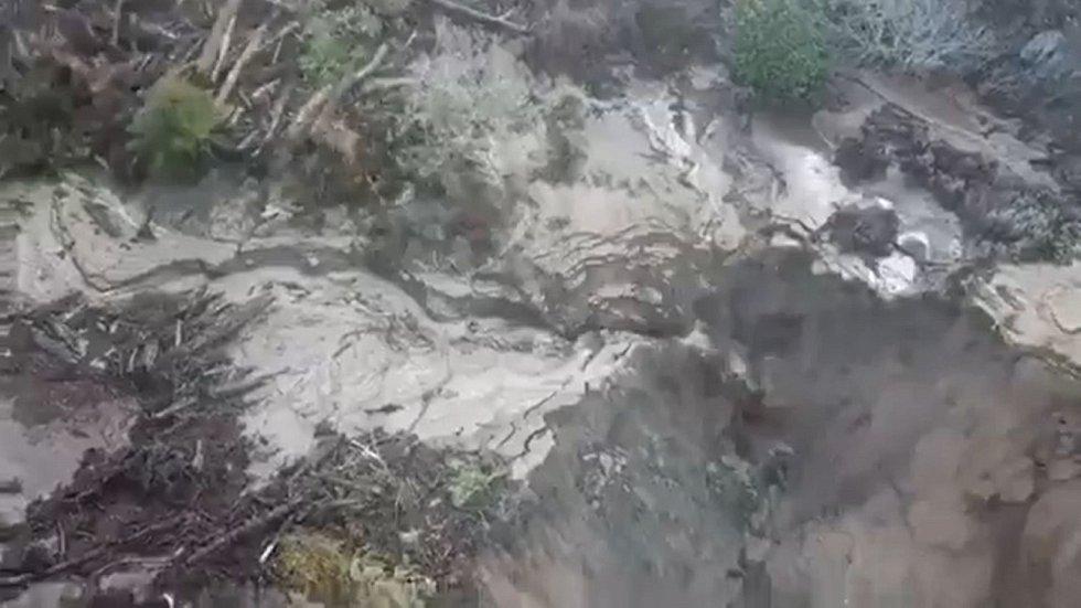 Dálnice se bohužel zhroutila v oblasti, kterou již loni zasáhly ničivé lesní požáry