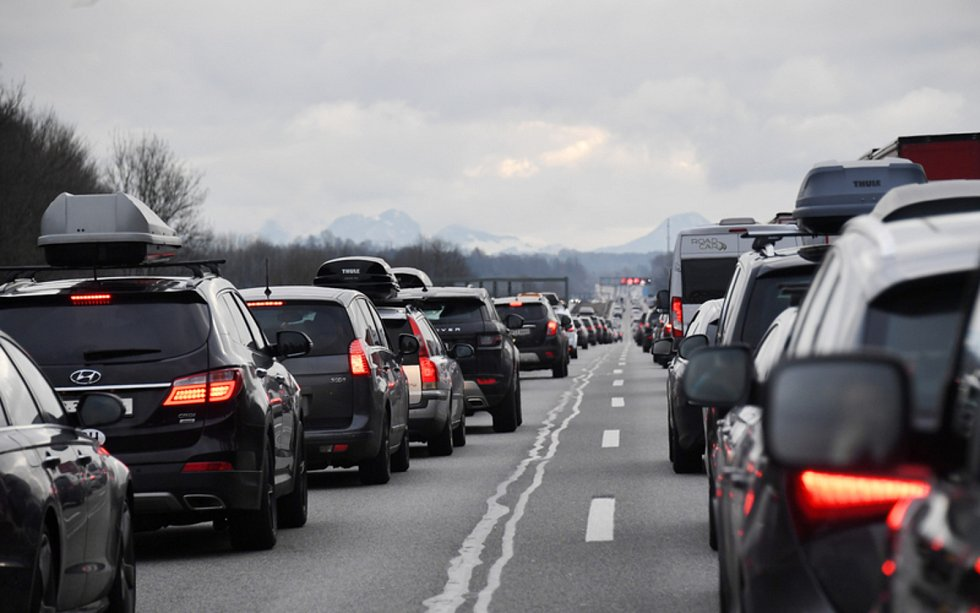 Kolona aut na dálnici. Ilustrační snímek