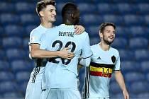 Christian Benteke z Belgie (uprostřed) se proti Gibraltaru prosadil už  v sedmé vteřině a postaral se o nejrychlejší gól kvalifikace MS.