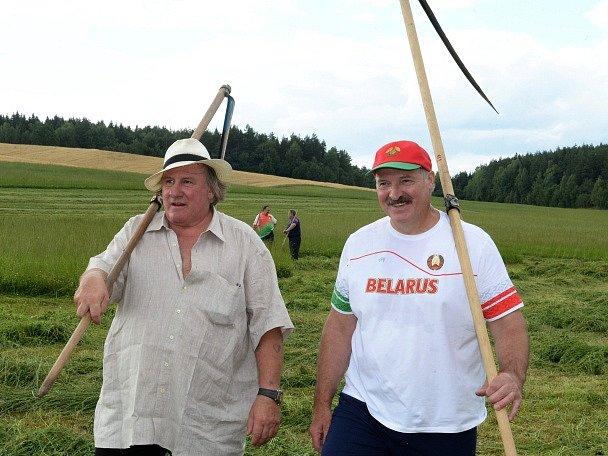 Gérard Depardieu a Alexandr Lukašenko.