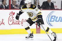 David Pastrňák zajistil Bostonu dvěma premiérovými góly v NHL vítězství nad Philadelphií.