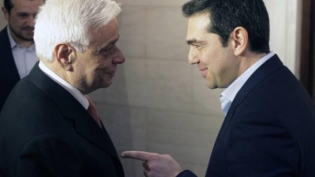 Prokopis Pavlopulos (vlevo) s premiérem Tsiprasem.