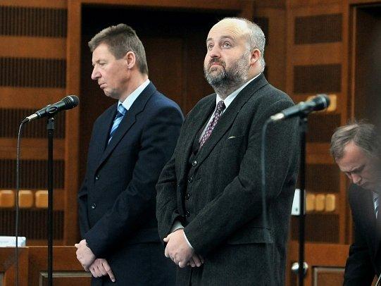 Odsouzení manažeři Miroslav Hálek (vlevo) a Libor Páv.