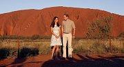 Vévodkyně Kate a princi William u monolitu Uluru.