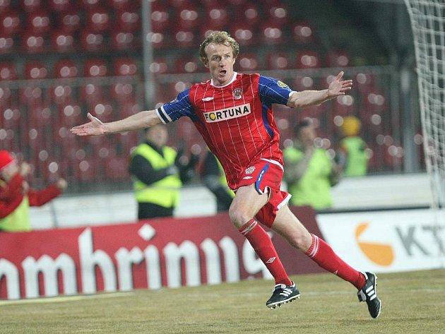 Záložník Brna Richard Dostálek se raduje z gólu.