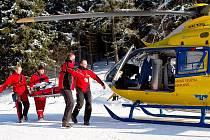 Na sjezdovce v Říčkách v Orlických horách se ráno těžce zranila čtrnáctiletá dívka. Při neopatrné jízdě se na dojezdu sjezdových tratí srazila s dalším lyžařem.