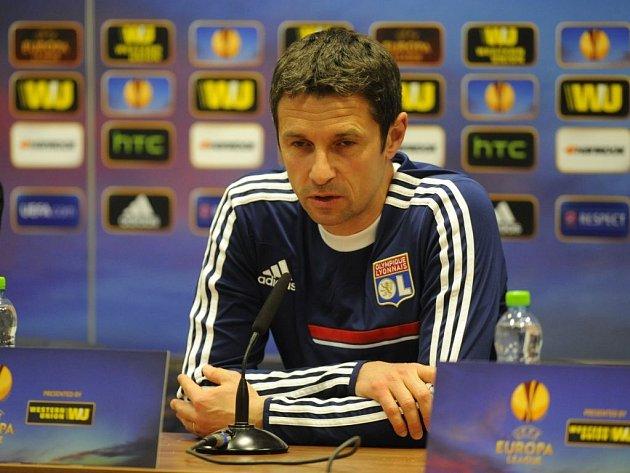 Trenér Rémi Garde si s fotbalisty Lyonu přijel do Plzně pro postup do čtvrtfinále Evropské ligy.
