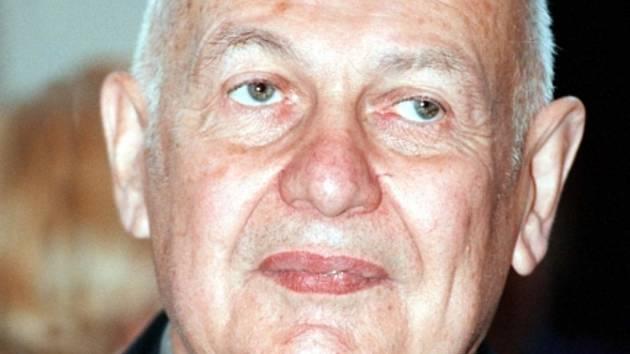 Překladatel, esejista a literární historik Jindřich Pokorný.