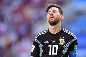 Lionel Messi během zápasu s Islandem.